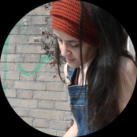 Lucy Oak Artista Contemporanea Biografia
